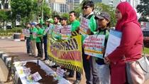 Patut Ditiru! Driver Go-Jek Gelar Aksi Bersih Ranjau Paku