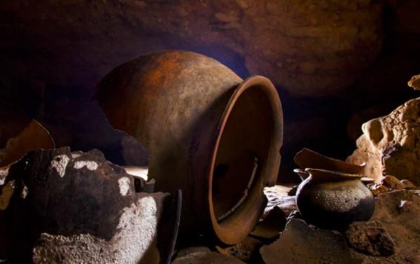 Suku Maya percaya, Actun Tunichil Muknal merupakan tempatnya Dewa Chaac (dewa hujan). (Pacz Tours/Benedict Kim)
