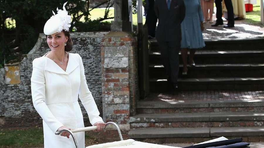 Stunning! Cantiknya Kate Middleton dengan Coat Dress