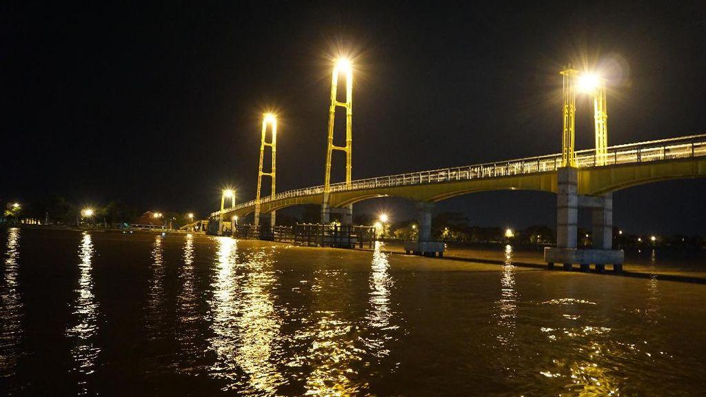 Wisata Malam di Pinggir Sungai Mahakam, Asyik Juga