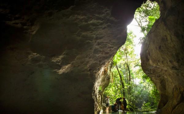 Gua ini begitu cantik dan menarik untuk dijelajahi karena punya sungai bawah tanah dan panjang lorongnya mencapai 6 km. (Pacz Tours/Benedict Kim)