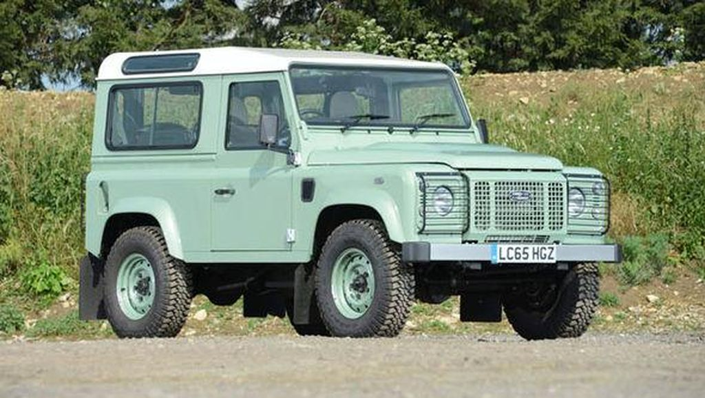 Land Rover Defender Mr. Bean Dilelang, Harganya Lebih Mahal