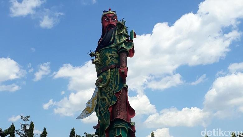 Patung Raksasa di Kelenteng Tuban Ternyata Belum Kantongi Izin
