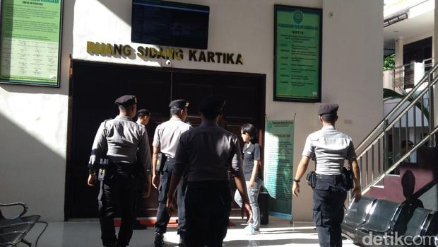 Jelang Vonis Dimas Kanjeng, Penjagaan di PN Kraksaan Diperketat