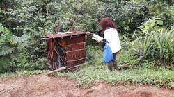 Ada kepercayaan di masyarakat tradisional Papua bahwa darah nifas mengundang kesialan. Para wanita hamil yang akan bersalin pun diasingkan di tengah hutan.