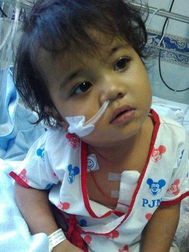 Batita ini mengalami jantung bocor sejak lahir dan butuh biaya pengobatan.