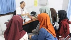 Sekelompok mahasiswa dari Surabaya berinovasi mengatasi atherosklerosis atau penyakit pengerasan pembuluh darah. Solusinya berupa pembuluh darah alternatif.