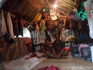 Tinggal di Bekas Kandang Kambing, Keluarga Sarbini Berharap Iba