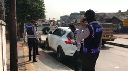 Trotoar Jalan Gunawarman Jaksel Dijajah Mobil, Dishub Kaji Kantong Parkir