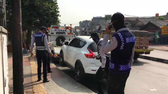Thumbnail 20detik Mobil ini Terpaksa Diderek karena Parkir di Trotoar