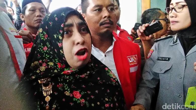 Istri Ismail Ngamuk: Vonis 18 Tahun Dimas Kanjeng Terlalu Ringan!