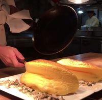 Wow, Omelet Ini Begitu Tebal dan Terlihat Menggiurkan!