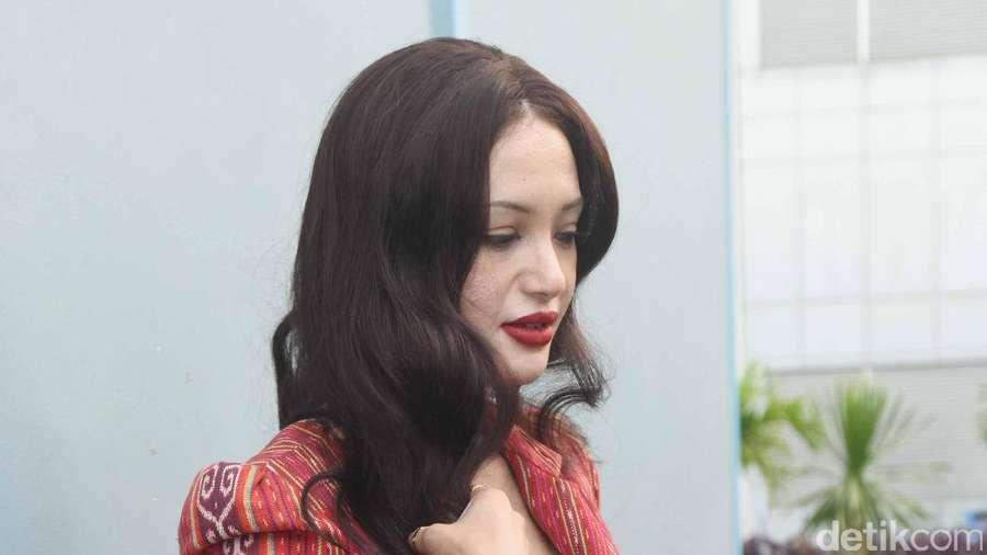 Kenalkan Eufrasia Vieira, Perempuan yang Disebut Mirip Angelina Jolie