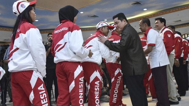 Erick Thohir (mengenakan jas) berharap persoalan kemacetan Jakarta bisa segera teratasi sebelum gelaran Asian Games 2018. (