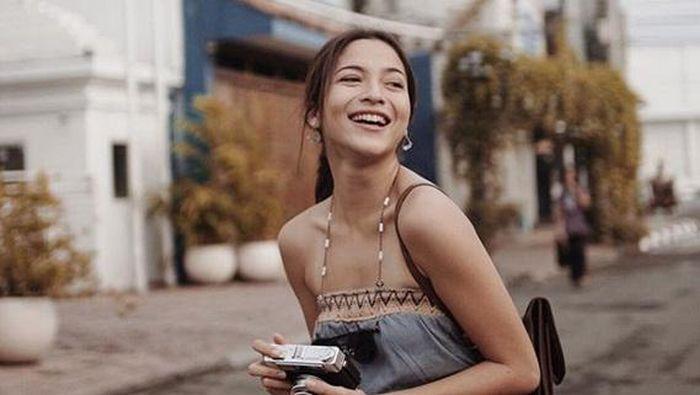 Putri Marino belajar loncat indah selama sebulan untuk memerankan Lala di film Posesif.  (Dok. Instagram/putrimarino)