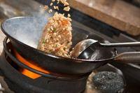 Setelah bumbu dan telur, masukkan nasi putih.