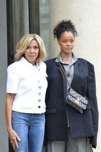 Rihanna Sampai Natalie Portman Terobsesi Tas Dior Satu Ini