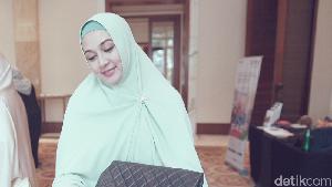 Setelah 10 Tahun Menikah, Dina Lorenza Memilih Cerai