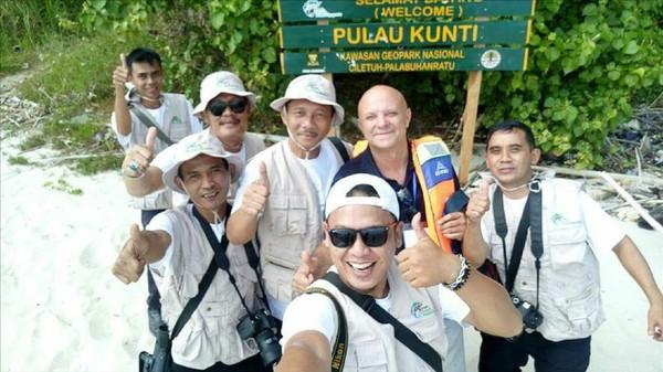 Tim asesor UNESCO melakukan kunjungan dan penilaian ke sejumlah lokasi yang masuk area Geopark Ciletuh Palabuhanratu (GCP). Mereka juga mampir ke Pulau Kunti (dok Istimewa)