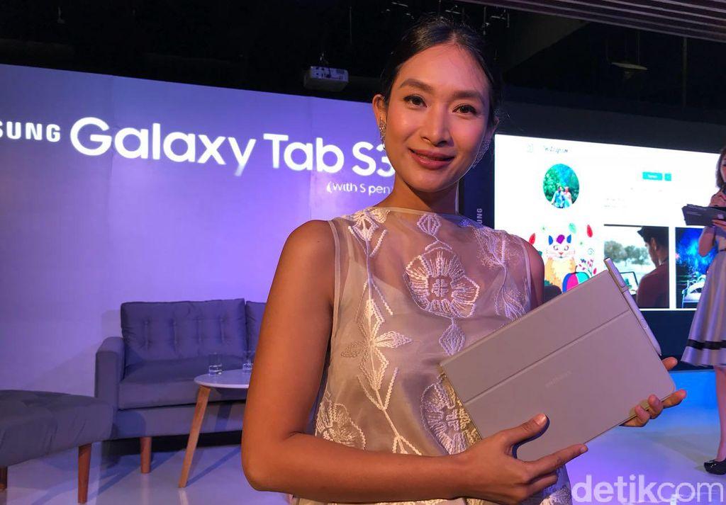Galaxy Tab S3 diperkenalkan Februari lalu di Mobile World Congress 2017. Aktif cantik Happy Salam hadir memperkenalkan handset tersebut. (Foto: detikINET/Adi Fida Rahman)