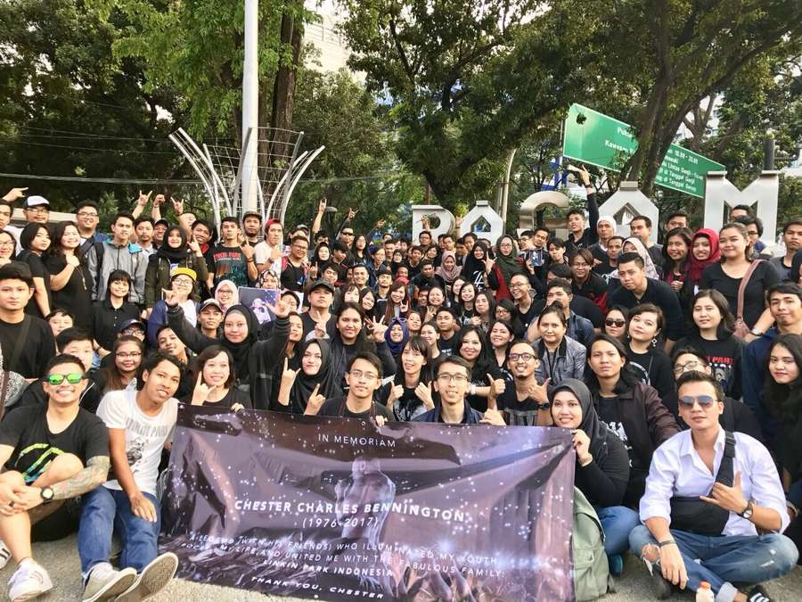 Dari Indonesia sampai Rusia, Suasana Haru Kenang Chester Bennington