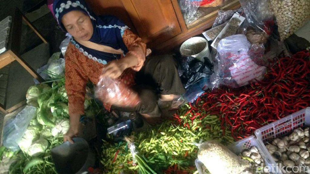 Jaga Jarak! Pasar di Parepare Layani Beli Sembako Online
