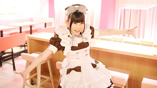 Ada 8 sampai 12 pelayan wanita cantik yang siap melayani Anda lengkap dengan pakaian pelayan Eropa. untuk tiket masuknya, wisatawan membayar 600 Yen (Rp 67.000) untuk satu jam pertama. Ada diskon untuk pelajar dan mahasiswa (@Home Maid Cafe/Facebook)