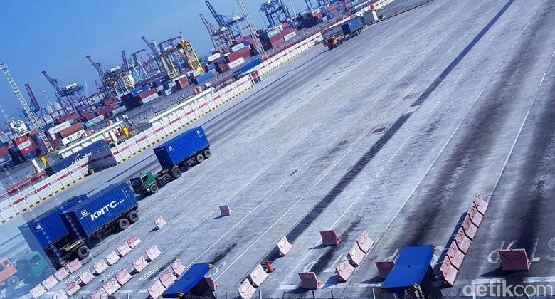 Aktivitas bongkar muat peti kemas di PT JICT terhenti karena adanya aksi mogok kerja 600 pegawai.
