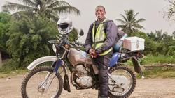 Medan yang sulit membuat akses kesehatan di Afrika terbatas. Sekelompok pengendara motor trail pun mendedikasikan dirinya menjadi kurir untuk kesehatan.
