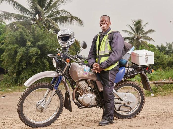 Riders for Health adalah sekelompok pengendara motor trail (crosser) di Afrika. Berbeda dengan kelompok motor yang lain, riders for health berkendara khusus untuk membantu layanan kesehatan. (Foto: Facebook/Riders for Health International)