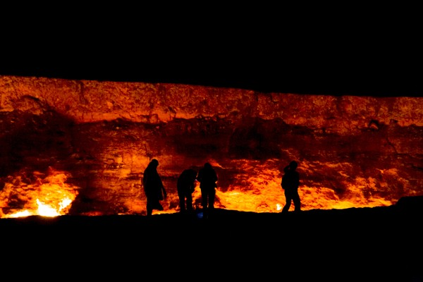 Awal cerita, Turkmenistan dulu masuk wilayah Uni Sovyet yang kaya dengan gas alam. Sejumlah insinyur melakukan pengeboran gas tahun 1971. Namun suatu kesalahan fatal terjadi (Thinkstock)