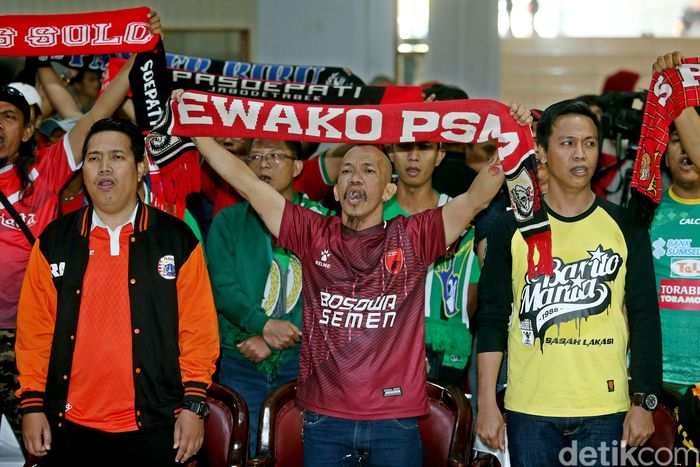 Penampakan sejumlah suporter klub-klub sepakbola liga Indonesia saat hadiri islah.