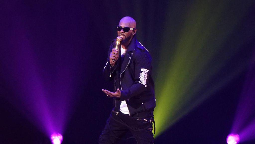 R Kelly Dituduh Lakukan Pelecehan Seksual, Lagunya Dihapus Spotify
