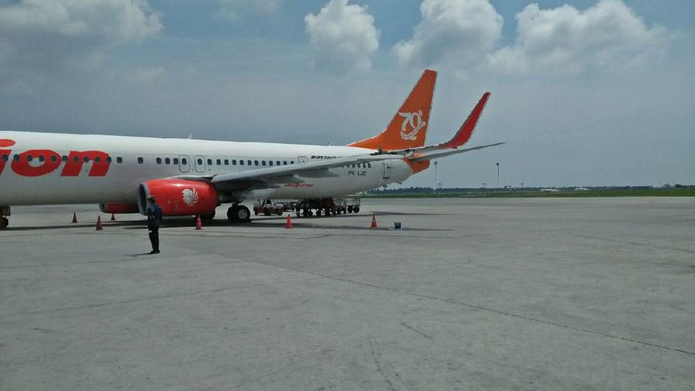 Foto: Pesawat Lion Air-Wings Air Senggolan di Bandara Kualanamu