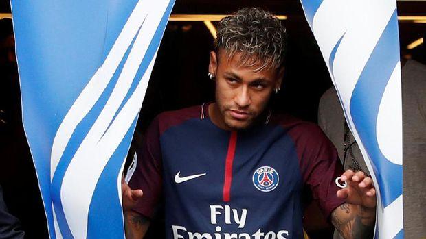 Neymar tinggalkan Barcelona ke PSG dengan nilai transfer 222 juta euro. (
