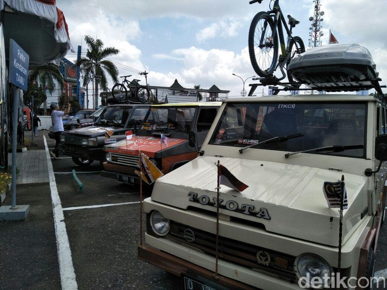 Kijang dan Veloz Touring 3 Negara (Foto: Ruly Kurniawan)