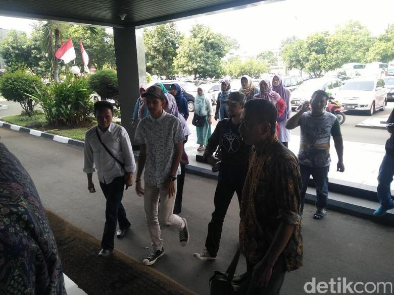 Ini Alasan Ditjen Dukcapil Tolak Cetak e-KTP Ahmadiyah di ...