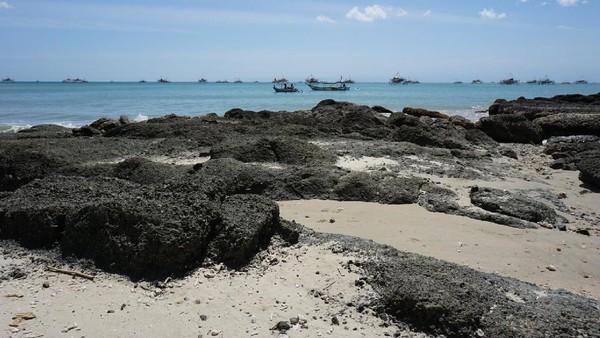 Untuk bisa berkunjung ke Pulau Kunti, wisatawan harus menyewa perahu dari dermaga di Geopark Ciletuh. Biaya yang harus dikeluarkan sekitar Rp 80 ribu untuk pergi dan pulang (Mukhlis/detikTravel)