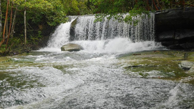 Air Terjun Pancur Aji di Sanggau (Kurnia/detikTravel)