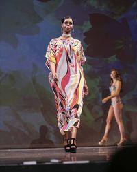 Penampilan Finalis Miss Universe Muslim Pakai Kaftan di Sesi Baju Renang