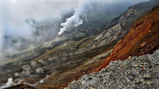 Asap dari panas bumi di kawasan Gunung Papandayan, Garut.