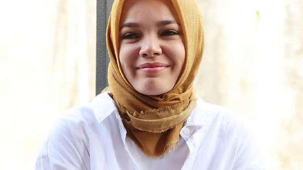 Dewi Sandra Kok Ngelamun Aja?