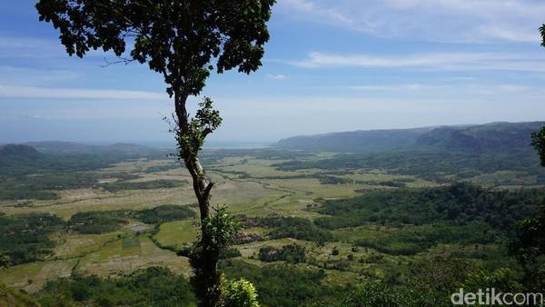 Bukit Panenjoan terlihat seperti sebuah mega amfiteater alam yang mengagumkan. Secara morfologi Bukit Panenjoan ini berbentuk seperti tapal kuda dan mirip sebuah mangkuk (Mukhlis/detikTravel)