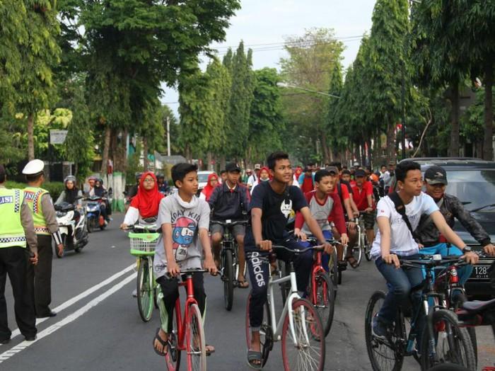 Ikuti beberapa tips bersepeda dengan aman. Foto: Andhika Saputra