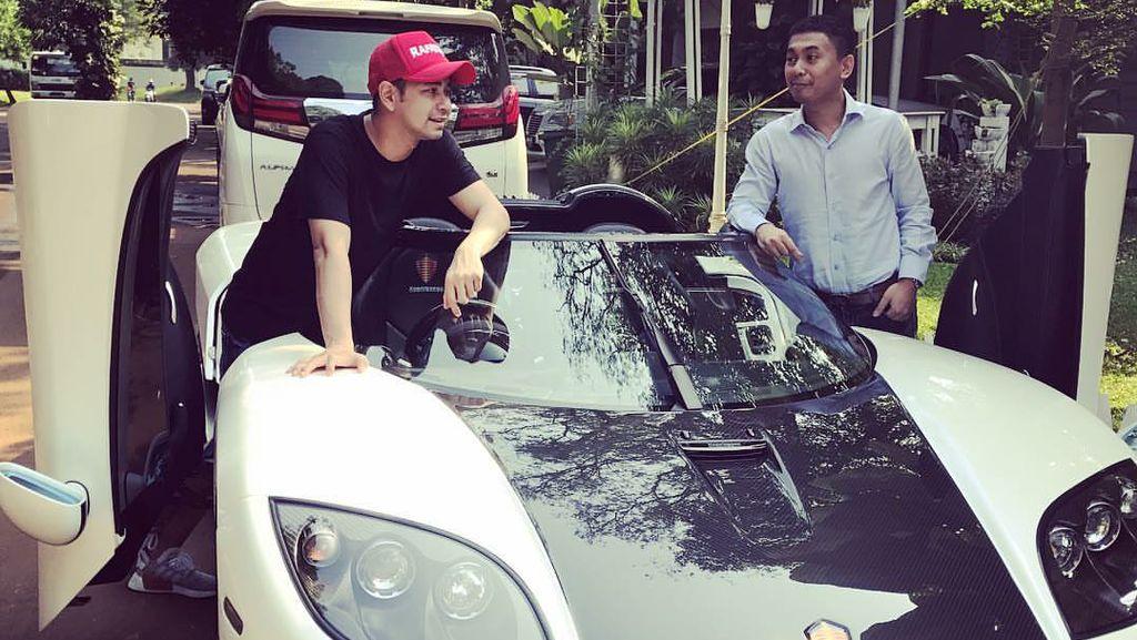 Coba Mobil Koenigsegg, Raffi Ahmad: Nyalainnya Gimana?