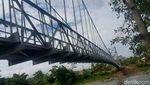 Menengok Cantiknya Jembatan Gantung di Pelosok RI