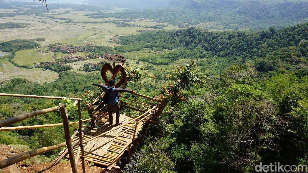 Bukit Panenjoan, Spot Foto Instagramable di Geopark Ciletuh