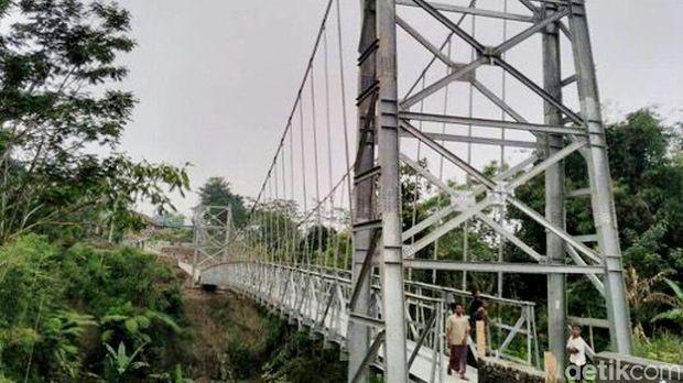 Jokowi Bangun 32 Jembatan Gantung dalam 2 Tahun Terakhir