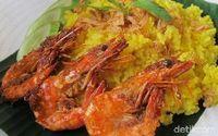 Menu Harian Ramadhan ke-24: Resep Nasi Kuning Enak dengan Lauk Sambal Udang dan Sosis