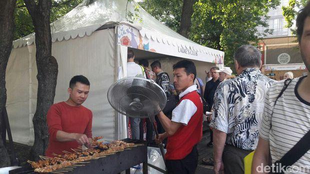 Sate ayam jadi salah satu makanan favorit yang diburu warga Rusia
